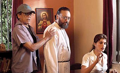 Chandran Rutnam directs 'According to Mathew' in Sri Lanka with stars Alston Koch and Jacki Fernandez. (Courtesy Sunday Times Sri Lanka)