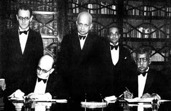 Signing of the Declaration of Independence Agreement in 1948: Seated- Sir Henry Monck-Mason Moore, Governor of Ceylon, D.S. Senanayake, Prime Minister. Standing-C.H. Mulhall, Sir Oliver Goonetilleke, Sir Arthur Ranasinghe (Photo courtesy Sunday Times Sri Lanka)