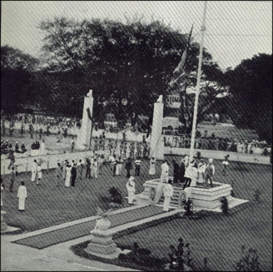 Ceylon's first Prime Minister D.S.Senanayake raises the flag on 4th February 1948 on Independence Day at the Independence Hall in Colombo.