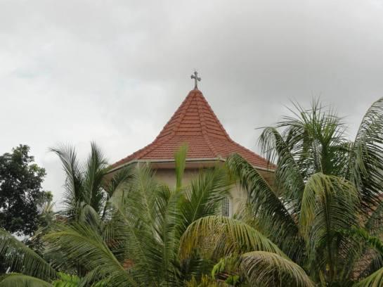 The octagonal roof of St. Luke's Borella incorporated Sri Lankan architecture.