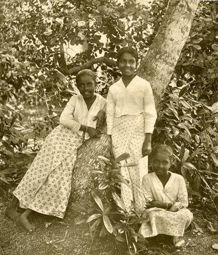 A photograph from 1921 of young girls from Ceylon in traditional dress.