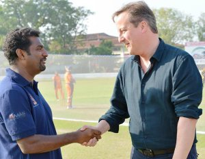 CHOGM 2013 - Prime Minister David Cameron of Great Britain with the world's best spin bowler, national hero of Sri Lanka, Muttiah Muralitharan. (Phot by the Presidential Unit)