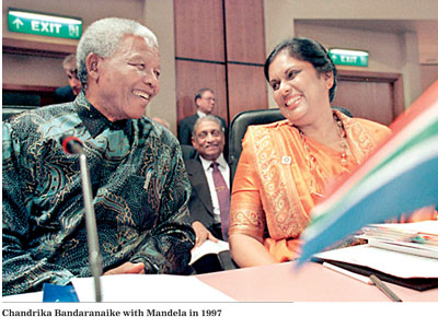 President Nelson Mandela of South Africa and President Chandrika Kumaratunga of Sri Lanka.