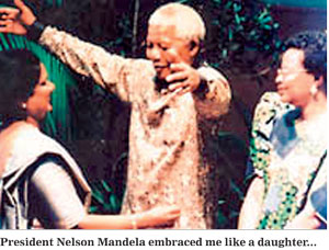 President Nelson Mandela greets President Chandrika Kumaratunga (Photograph courtesy of the Daily Mirror Sri Lanka)