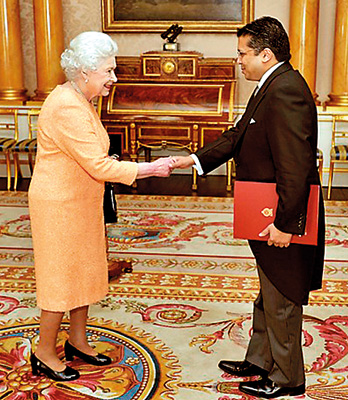 Her Royal Highness Queen Elizabeth II and Dr.Chris Nonis High Commisioner for Sri Lanka at Buckingham Palace in London.