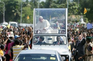 His Holiness Pope Francis greets the crowds in Colombo, Sri Lanka. Photograph courtesy of the Daily News Sri Lanka.