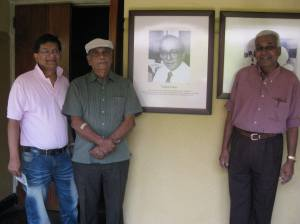 Ivan Corea with top singer-songwriter Nimal Mendis and veteran broadcaster K.S.Sivakumaran near his father's photograph at the Sri Lanka Broadcasting Corporation. (Radio Sri Lanka)