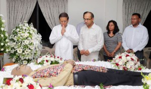 The President of Sri Lanka pays his respects to the late Nimal Mendis, the legendary Sri Lankan singer/songwriter.